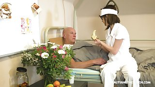 Nerdy nurse Sara Bell blows her older patient's dick