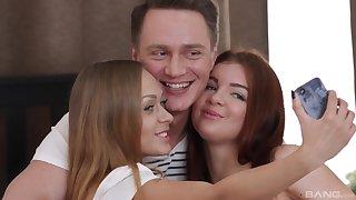 Teen babes Katarina Muti and Renata Fox share a cum shot in a threesome